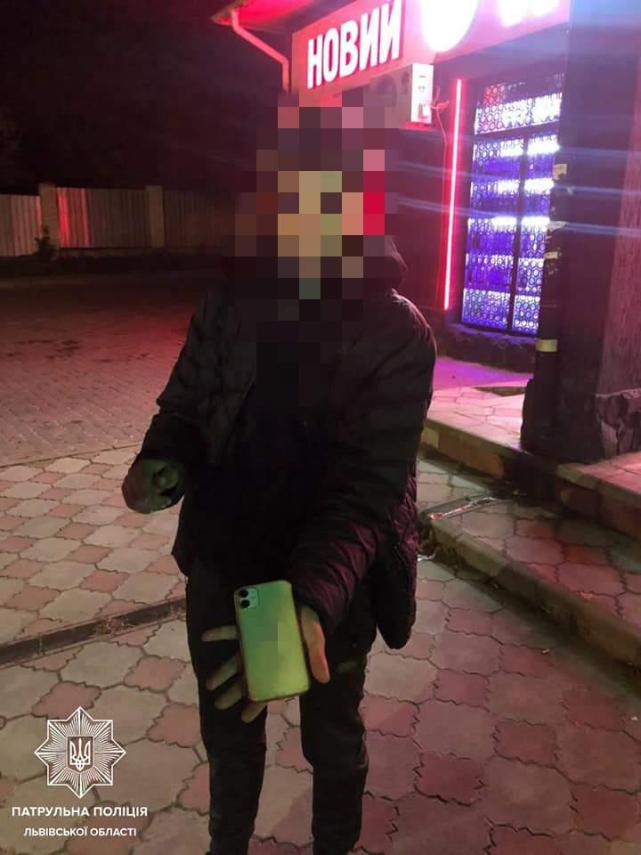 У Львові шестеро неповнолітніх пограбували хлопця
