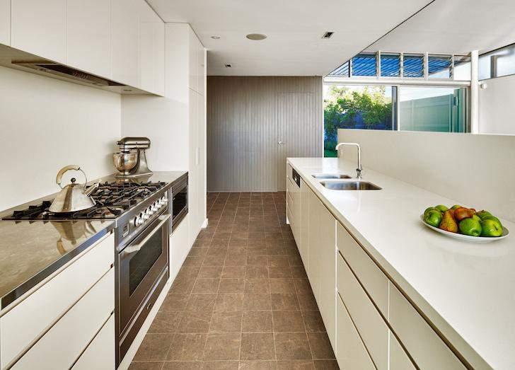 Кухня имеет выход в сад