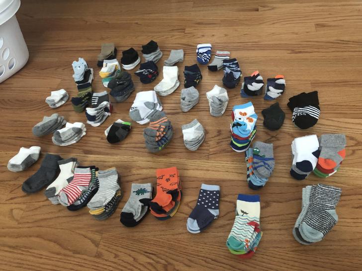 Дружина збирає все більше шкарпеток для їх 7-місячного сина