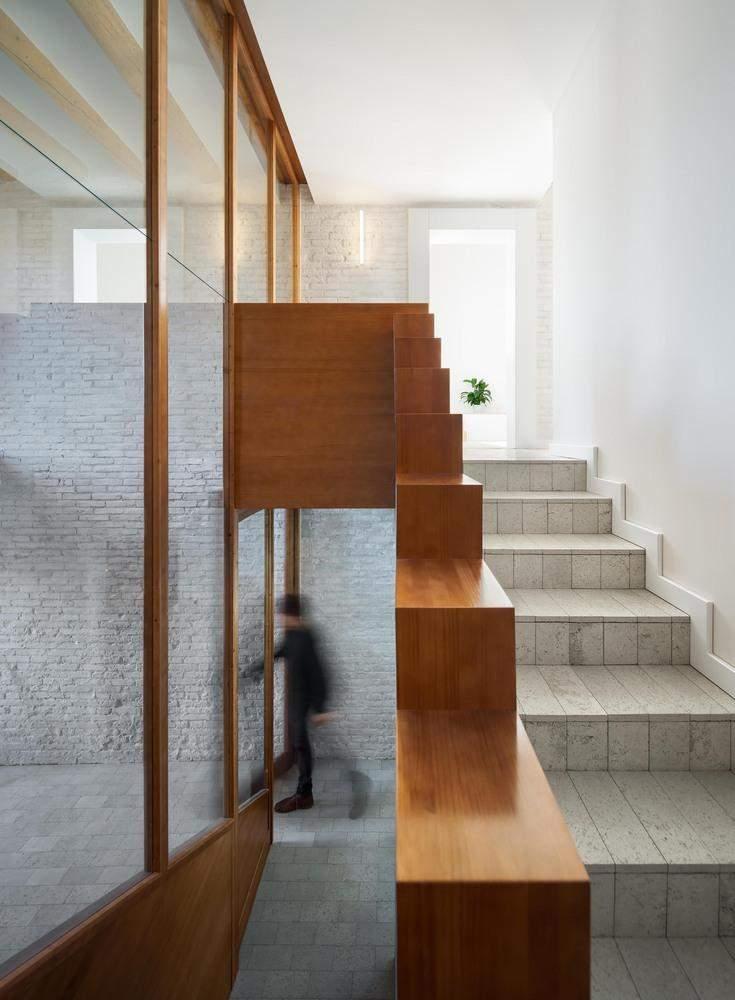 Камінь в сучасних апартаментах
