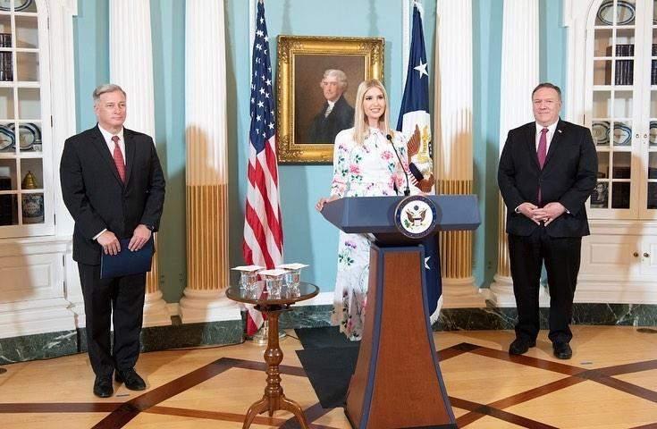 Іванка Трамп у стильній сукні