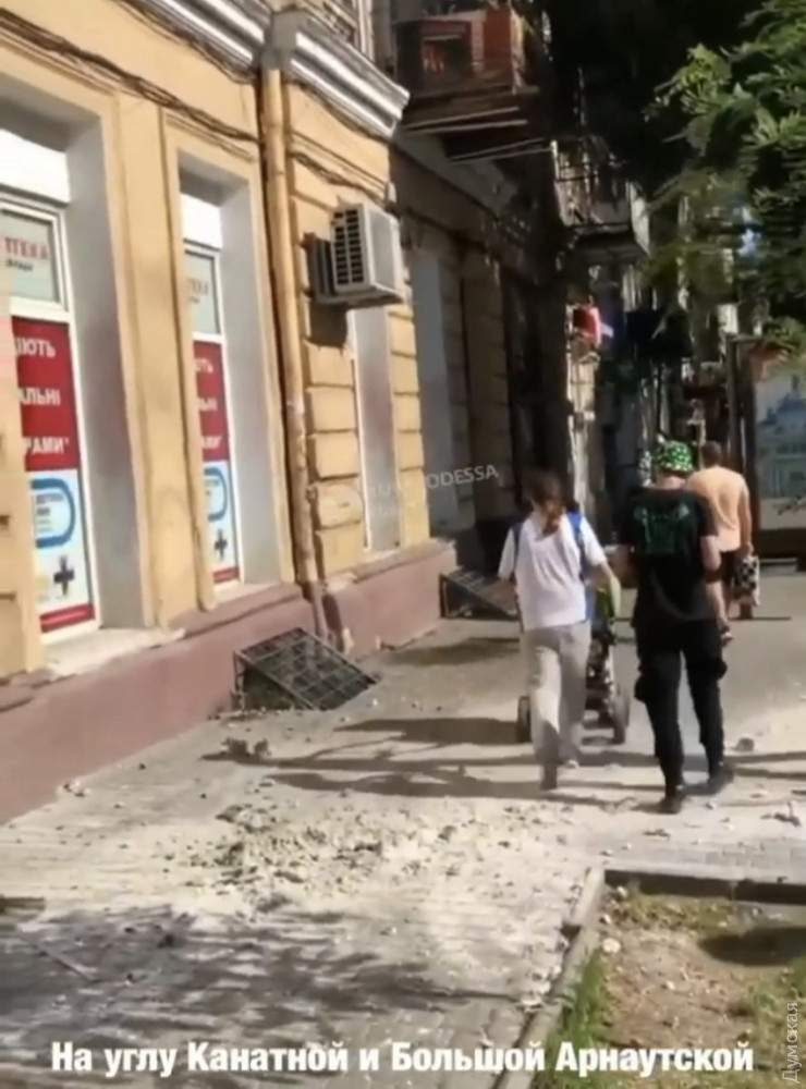 Обвал карниза Впав карниз в Одесі Новини Одеси