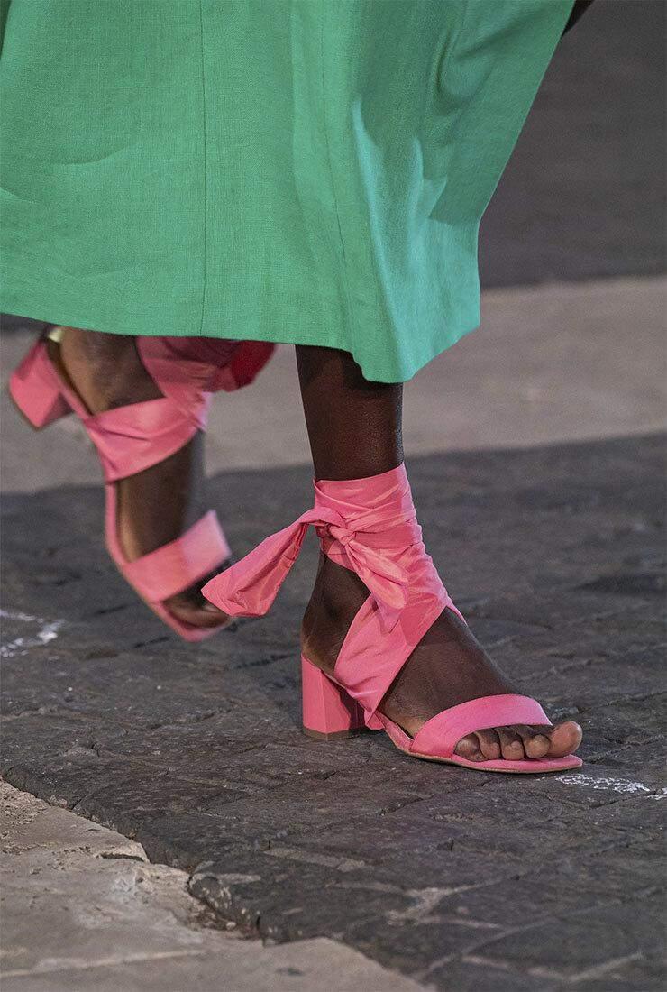 Трендове взуття рожевого кольору