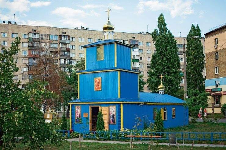 Дивне архітектурне рішення у будівництві храму / Фото Хмарочос