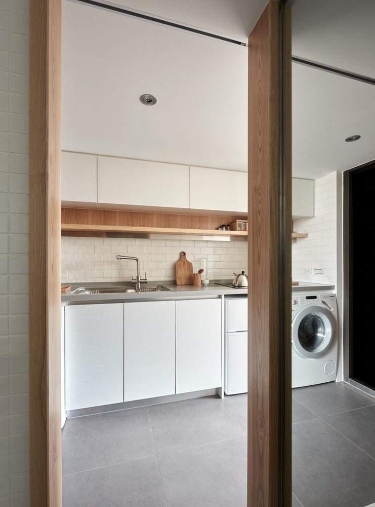 Заради економії місця довелось пральну машинку вмонтувати в кухонний гарнітур / Фото Archdaily
