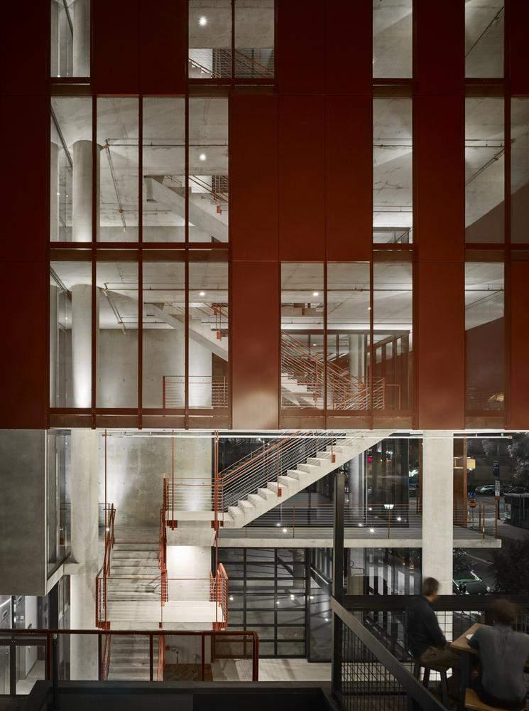 Офіс є екологічним через свою систему вентиляції / Фото Archdaily