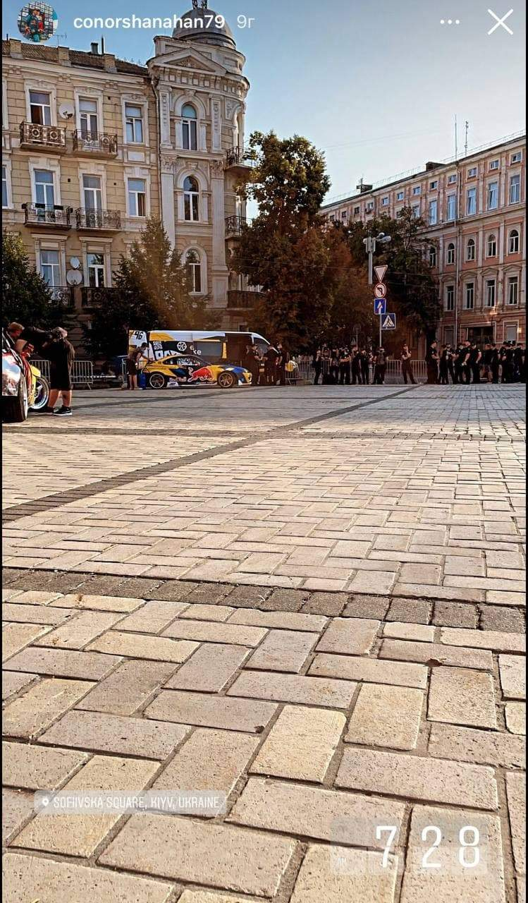 Поліцейські спостерігали за дрифтом на Софіївській площі