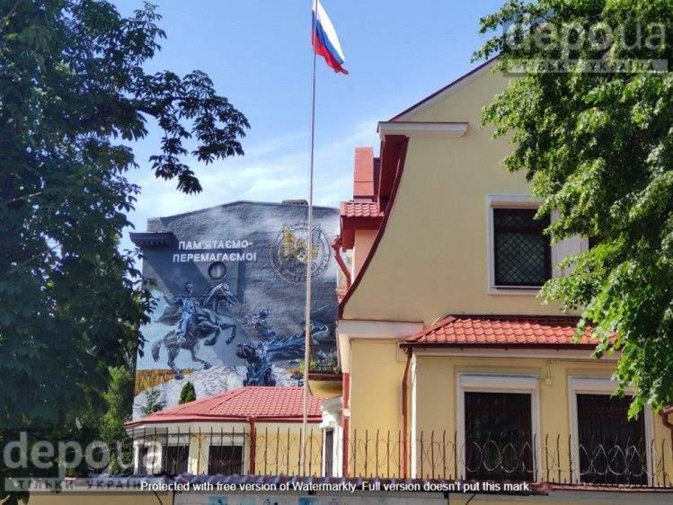 мурал у Харкові навпроти консульства Росії