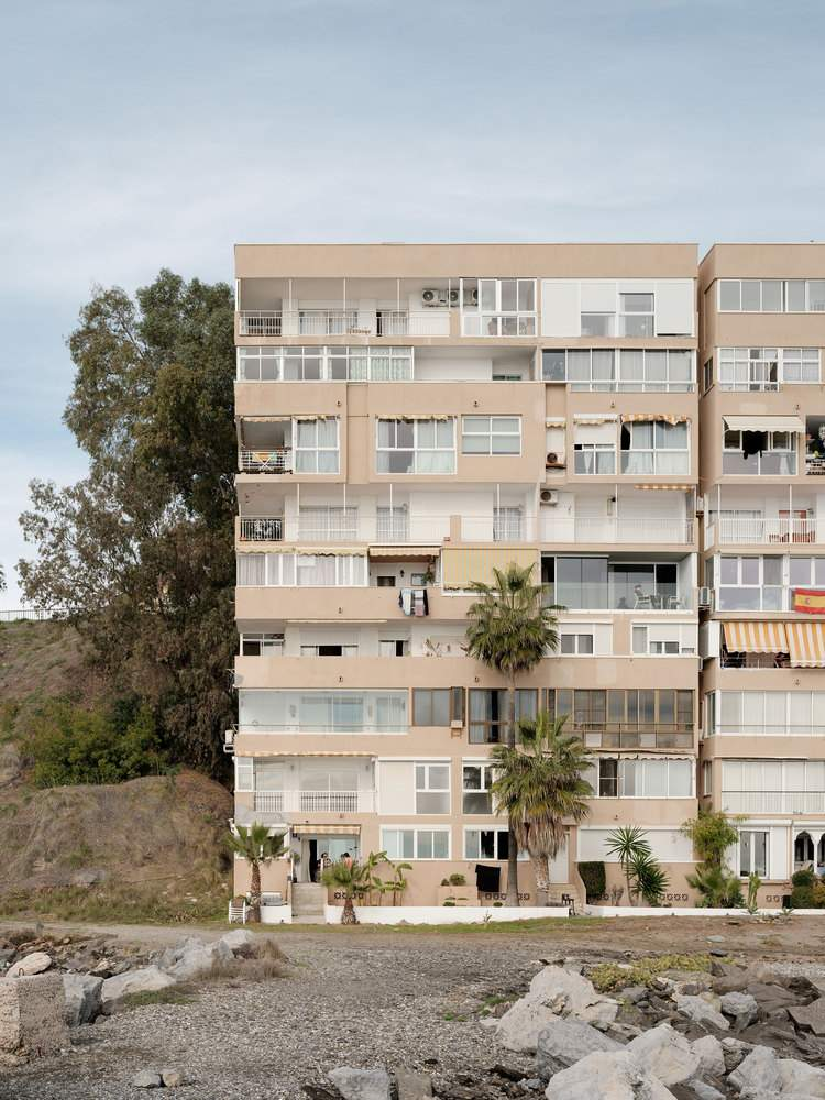 Дизайнерська квартира розташована у звичайному житловому будинку / Фото Archdaily