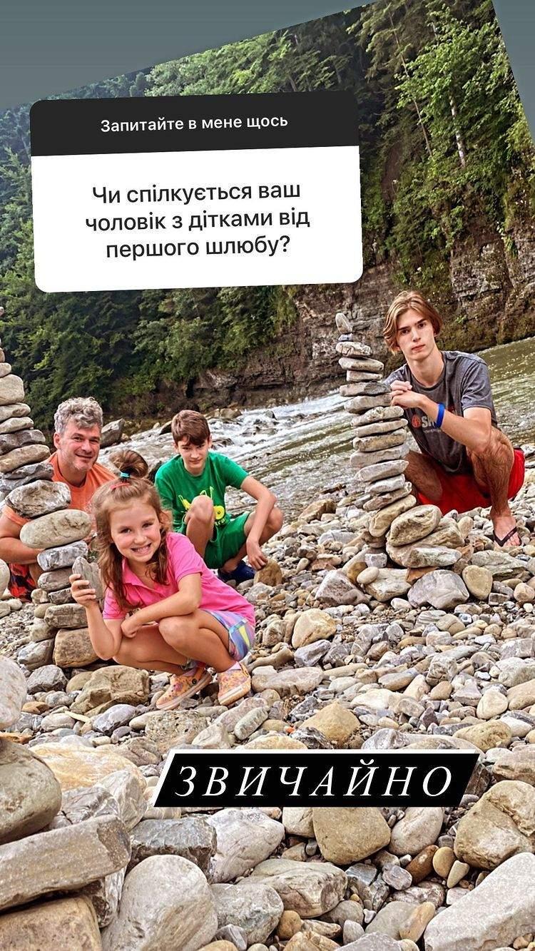 Арсен Мірзоян з синами і донькою