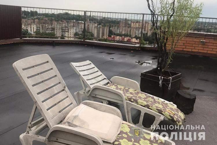 конопля на даху