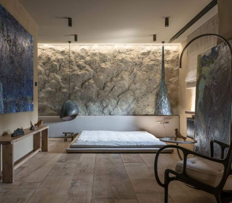 Стены дома отделаны глиной