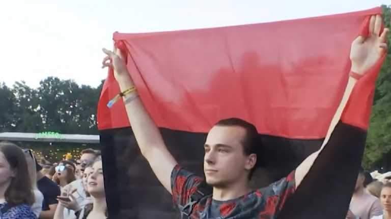Хлопець з прапором