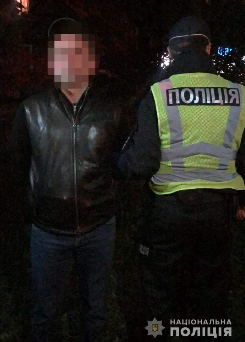 Затримання іноземців на Печерську, поліція, крадіжка грошей в ресторані
