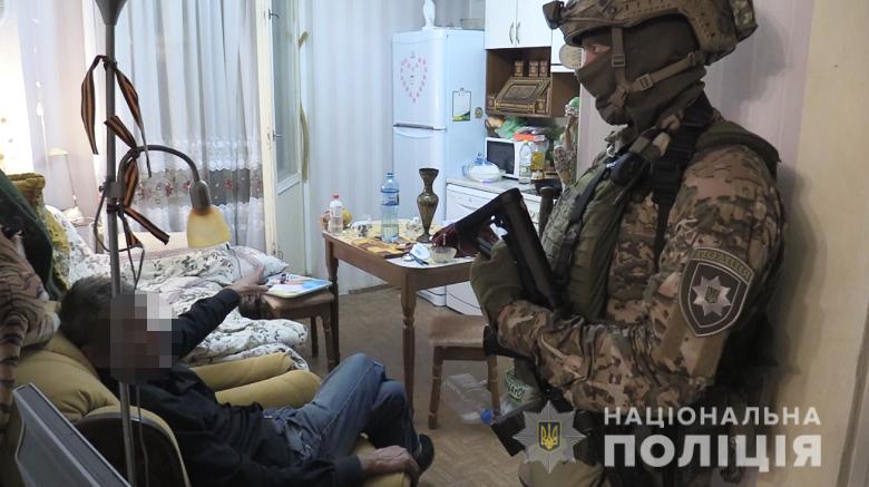 Чоловік взяв у заручниці жінку у Києві