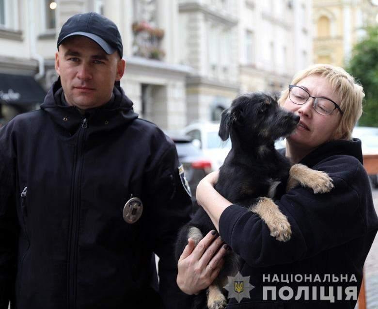 Поліція Києва, собака, порятунок, метро, порятунок собаки