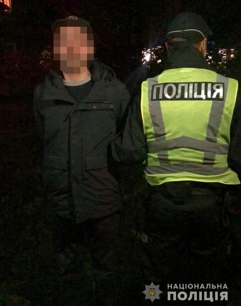 Грабіжники на Печерську, поліція затримала в ресторані іноземців