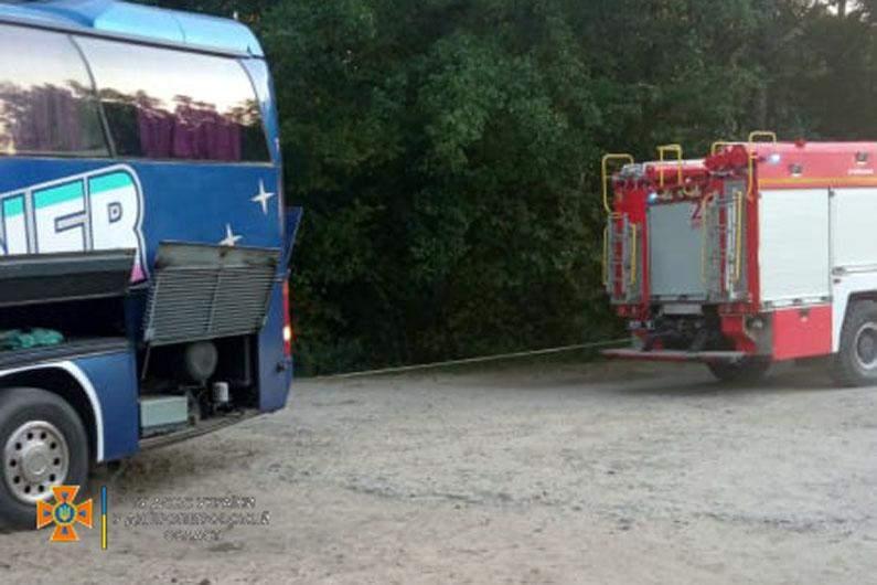 Автобус загруз у піску в Дніпрі