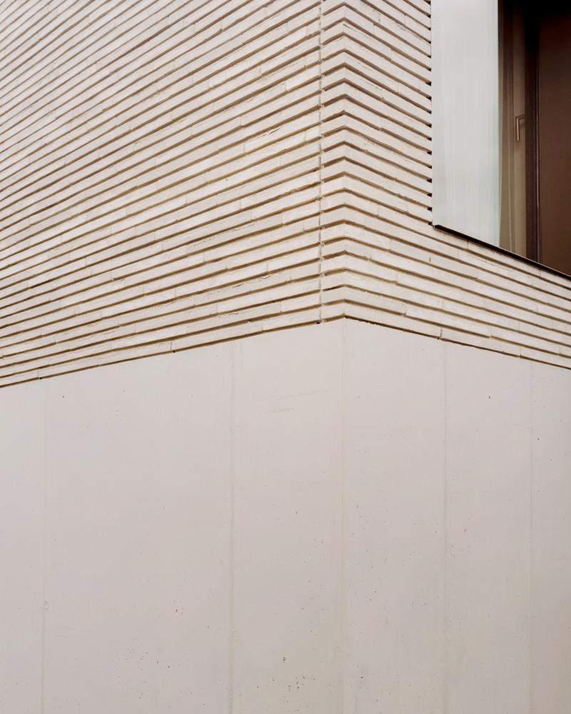 Текстура фасаду неоднорідна / Фото Archdaily