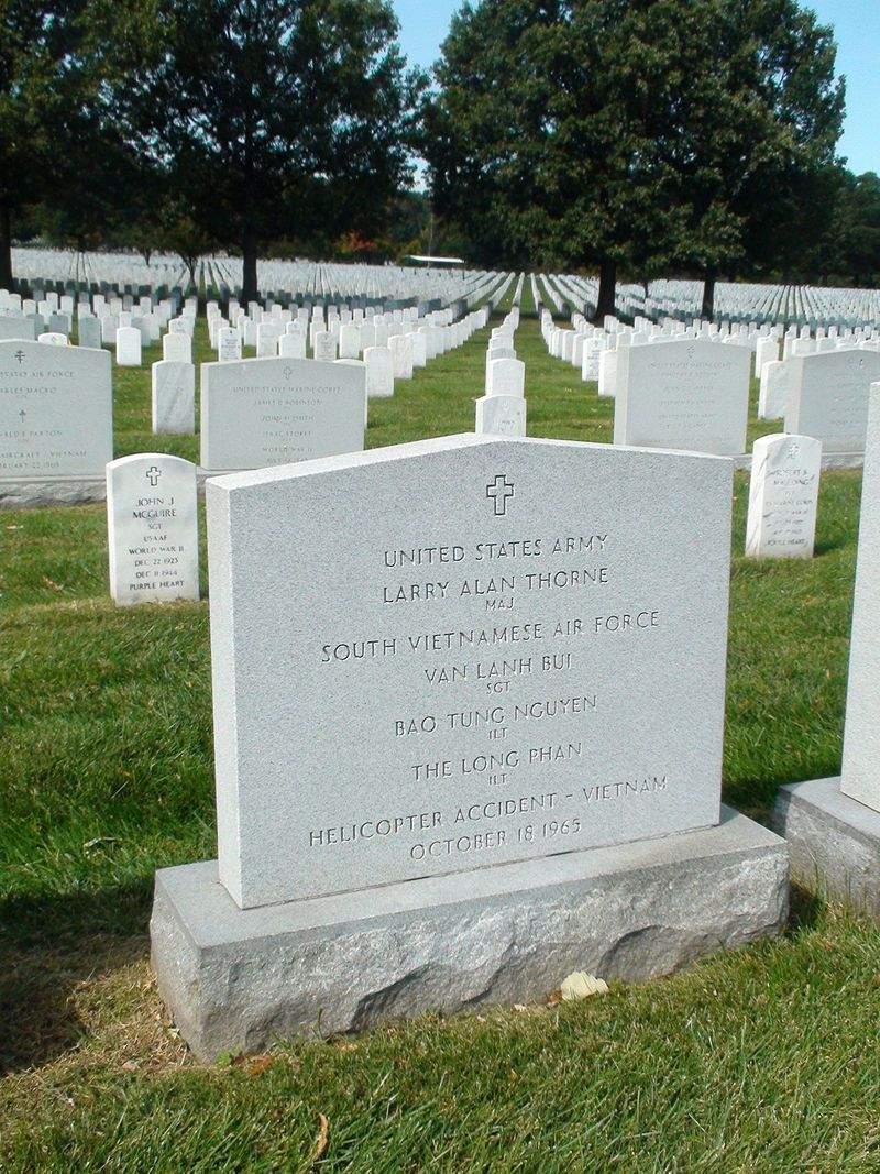 Лаурі Тьорні могила США