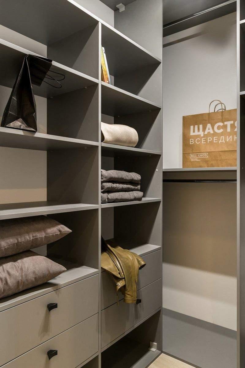 Гардеробна кімната невелика, але вмістка / Фото The Village