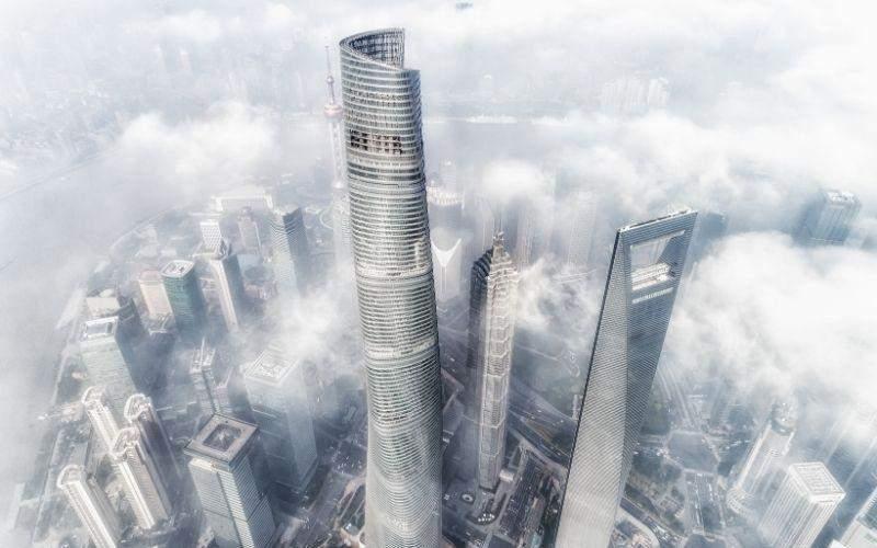 Шанхайська вежа височить у хмарах / Фото Urban Hub
