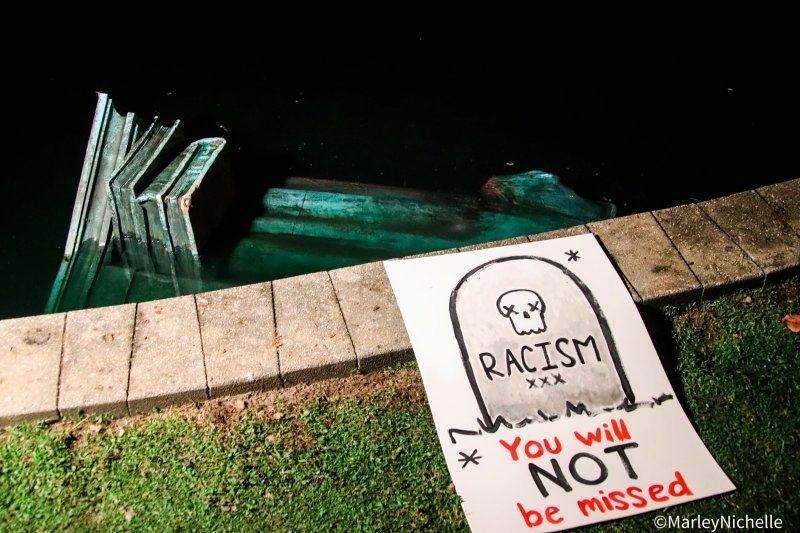 У Річмонді втопили статую Колумбу