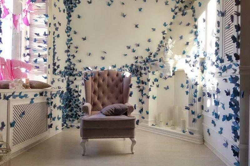 Можно украсить комнату бумажными бабочками