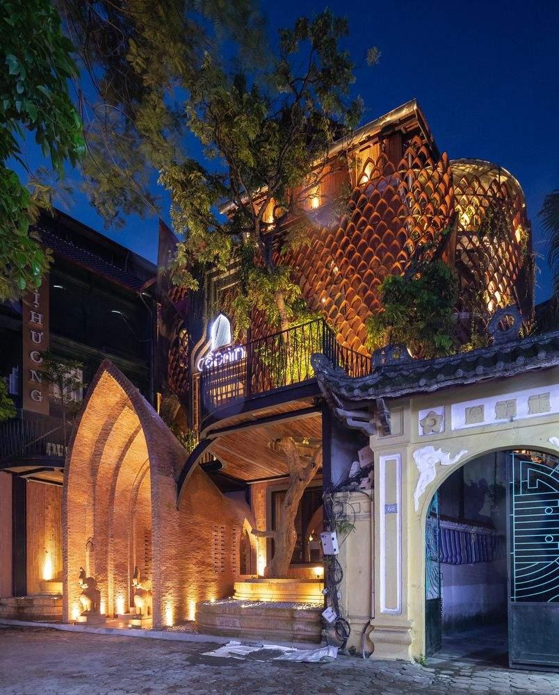 Вечірній вигляд храму–ресторану  / Фото Archdaily