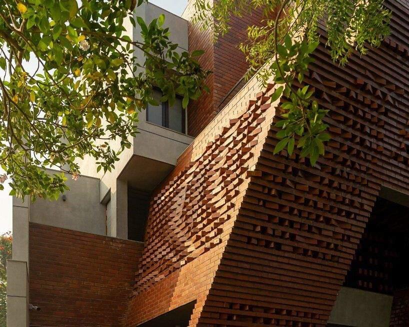 Детально обдуманий кожен простір у будинку  / Фото Designboom