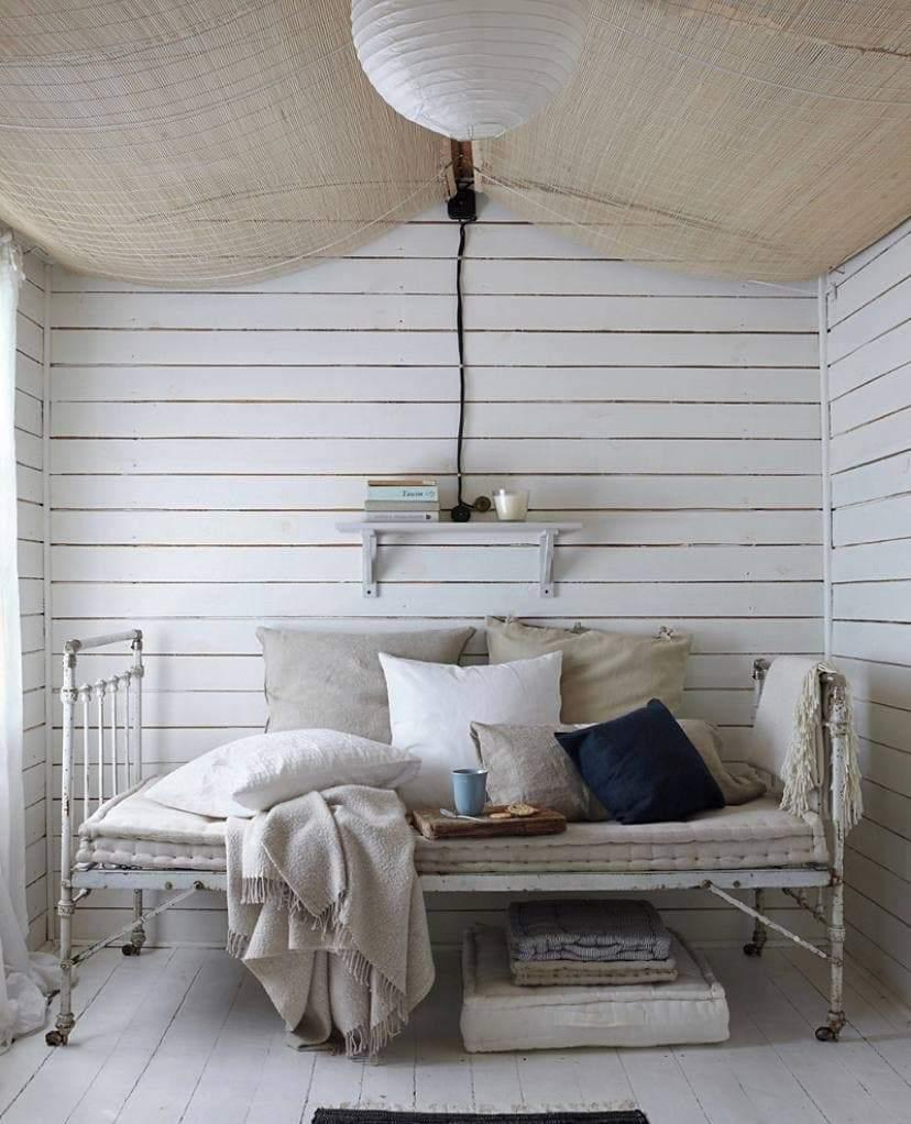Стены белого цвета