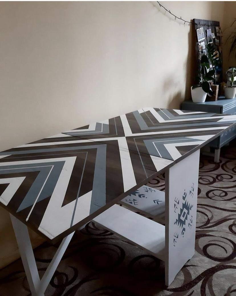 Стол можно использовать в сложенном и разложенном виде