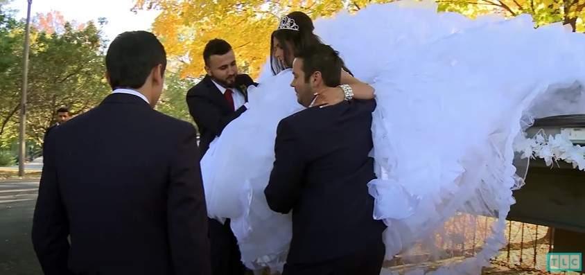 Як наречену знімали з вантажівки / Скрін Gypsy Brides US