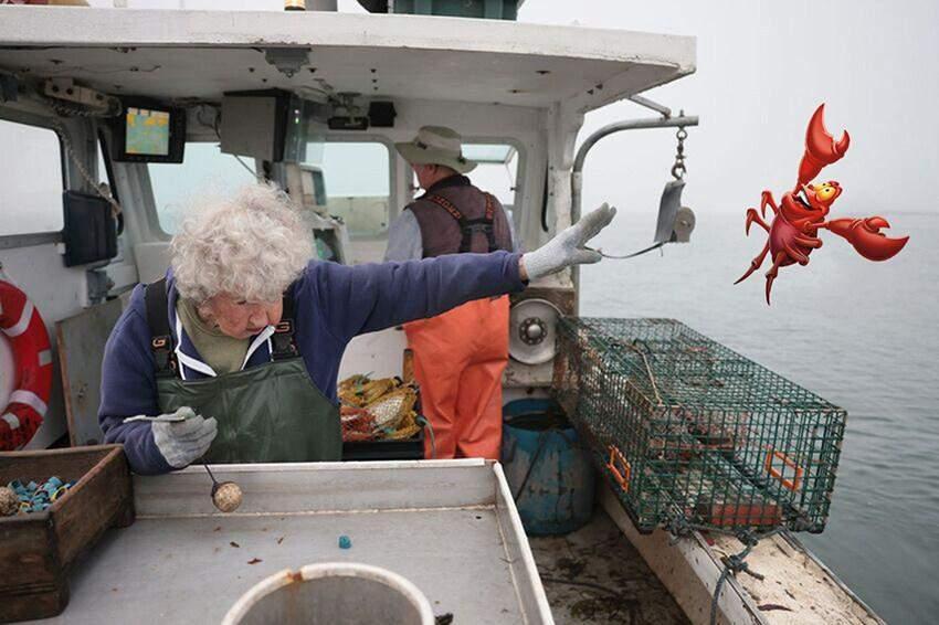101-річна бабуся стала героїнею мемів: вона просто викинула омара в море