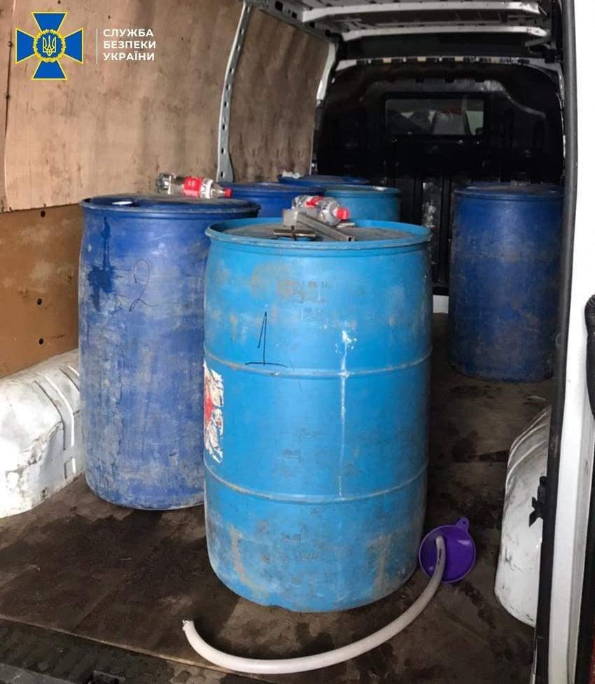 На Львівщині СБУ викрила цех з виробництва фальсифікованого алкоголю: фото