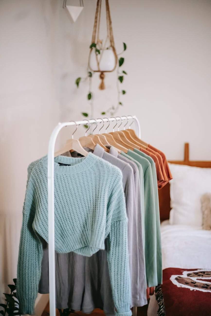 Купіть вішалки для одягу