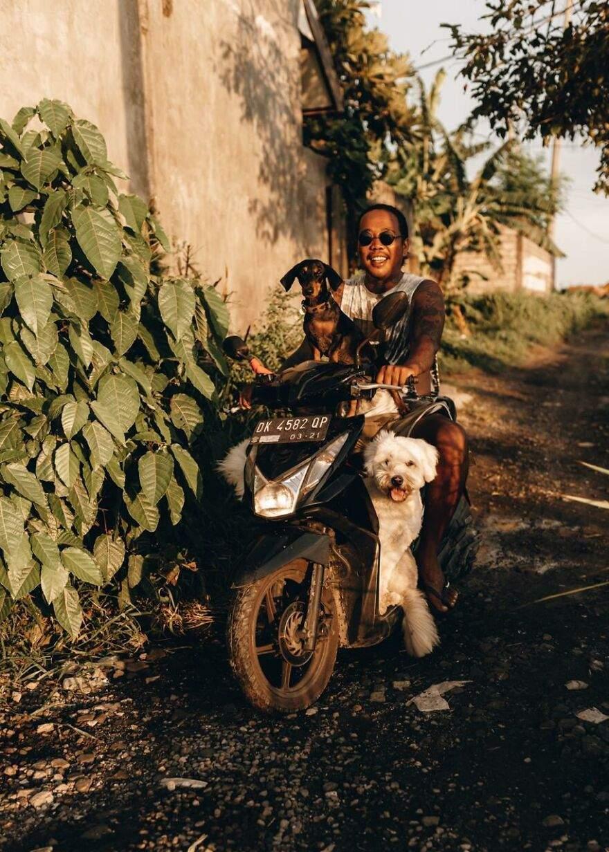 Мічі полюбляє кататися на мотоциклі