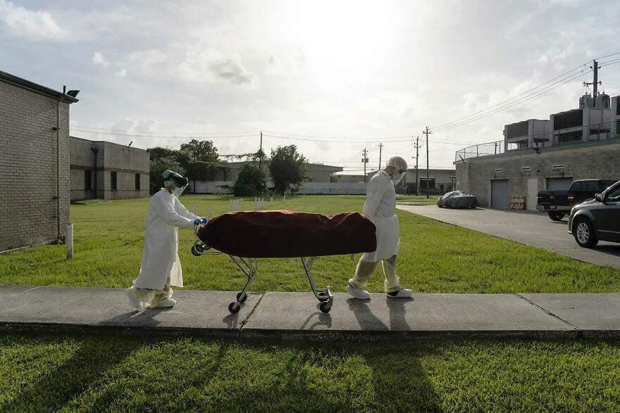 Коронавірус на фото: 10 зображень, які змусять замислитись переконаного дисидента