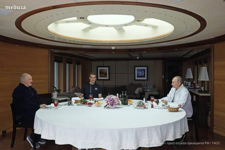 Лукашенко з сином і Путін на яхті