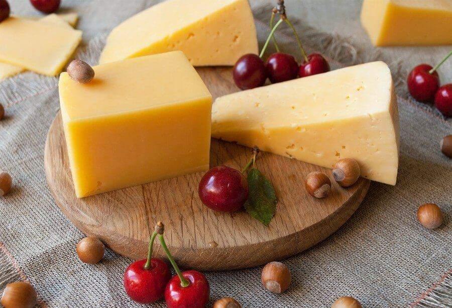 Твердий сир досить калорійний, але не потрібно від нього відмовлятися