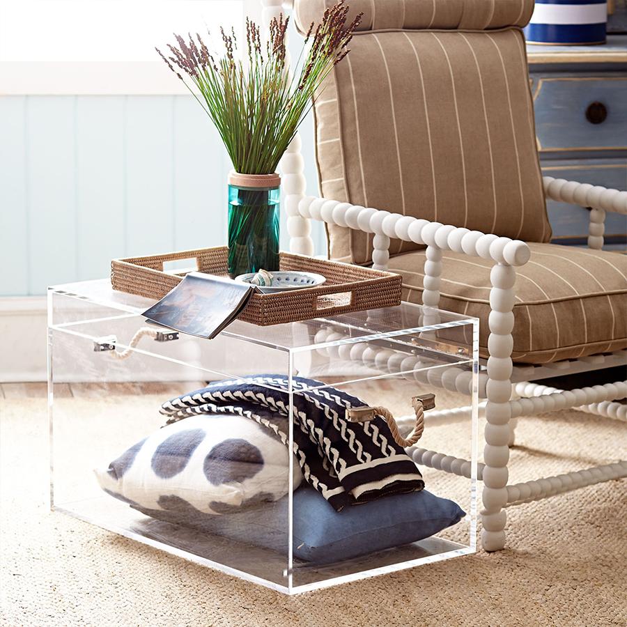 Завдяки стильному дизайну прозорі меблі мають все більше прихильників