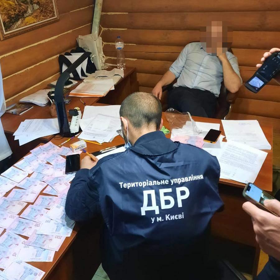 Прокуратура Києва Конча-Заспа Голосіївський хабар 6 тисяч долларів