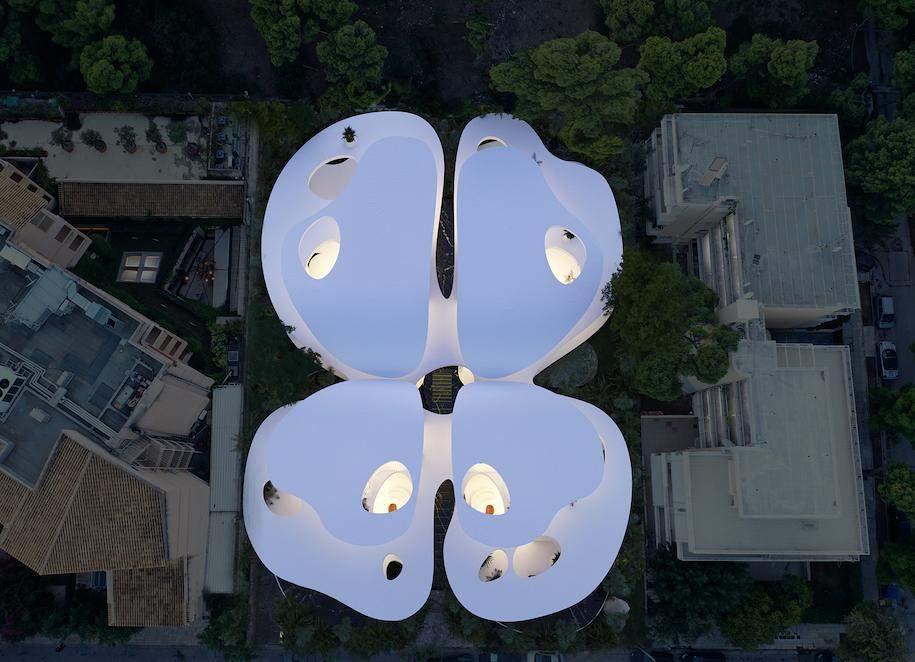 Своєрідна будівля у формі метелика / Фото designboom