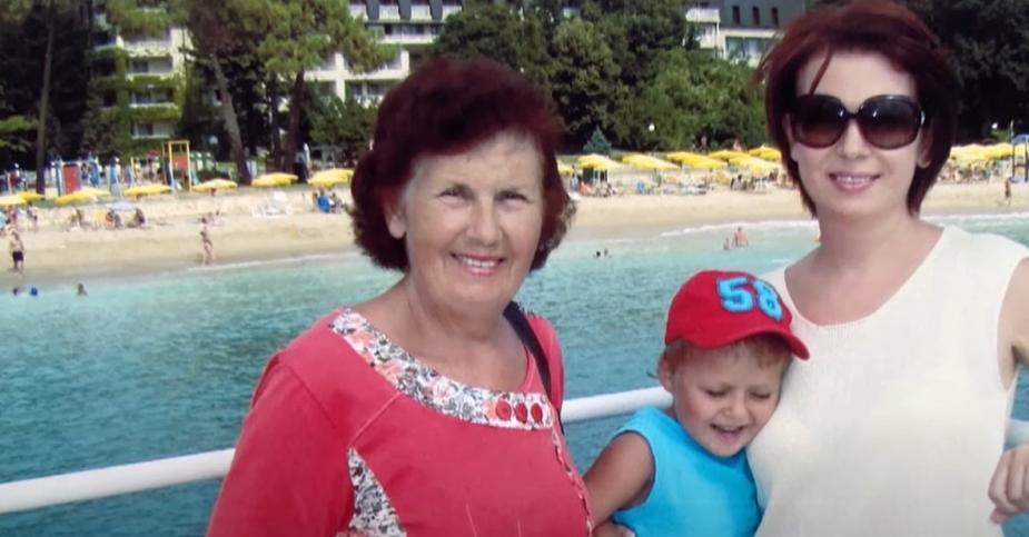 Алла Мазур з мамою і сином у Болгарії