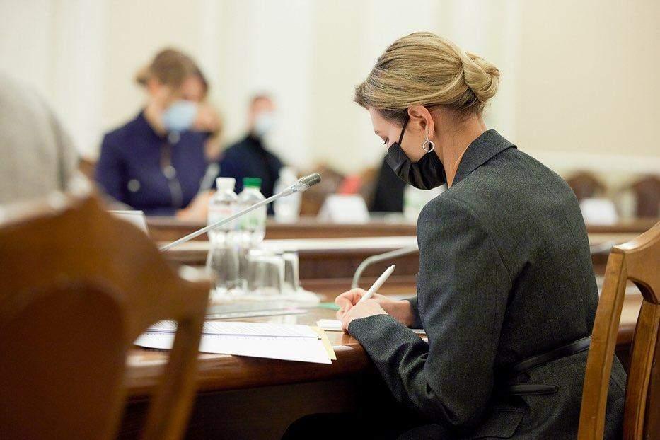 Олена Зеленська в класичному піджаку