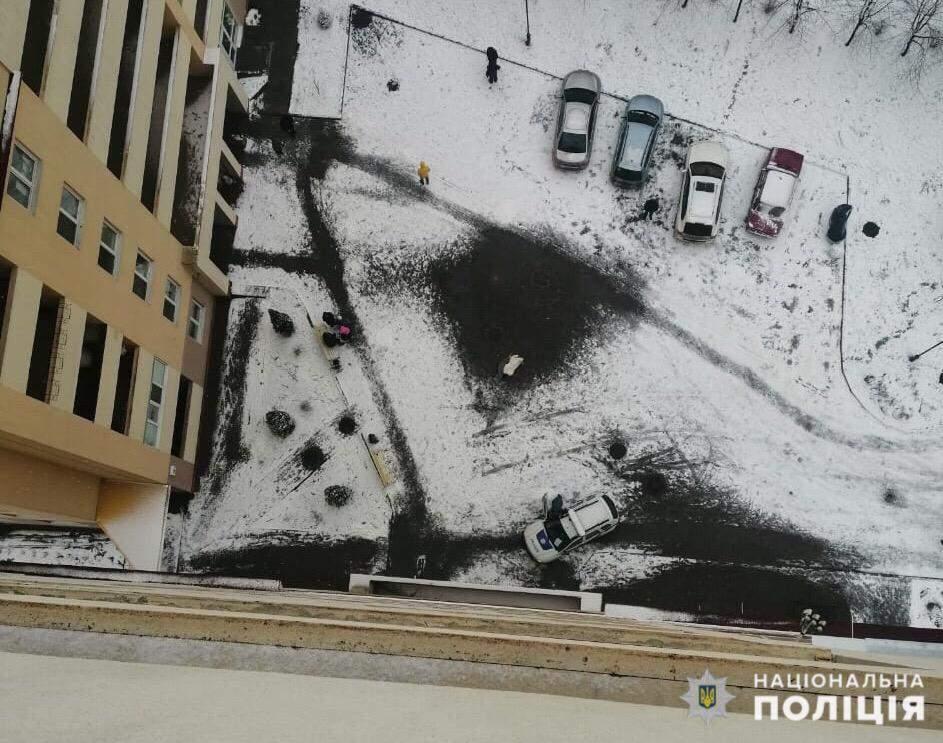 На Київщині у селі Чайка хлопчик вистрибнув з 15 поверху