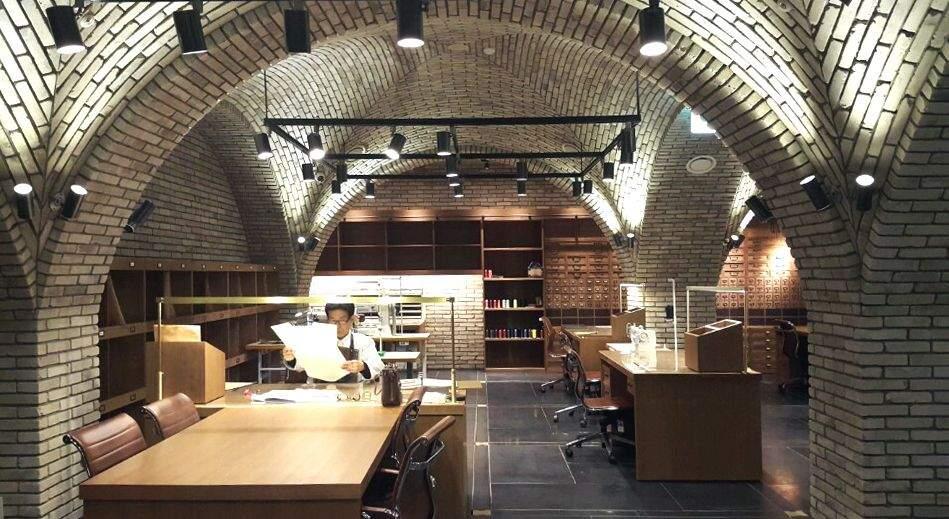Виробництво дизайнерських сумочок розміщене на одному з поверхів / Фото Deezen