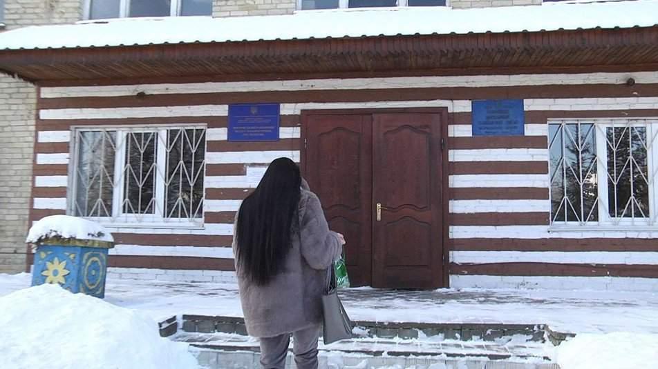 Чи то хробаки, чи то пліснява: на Львівщині дитина отруїлась соком з