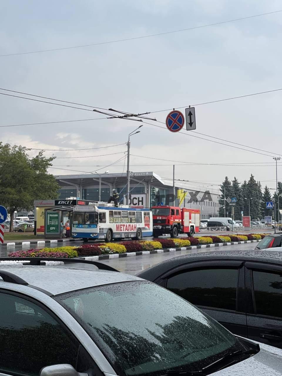 У Харкові блискавка підпалила тролейбус
