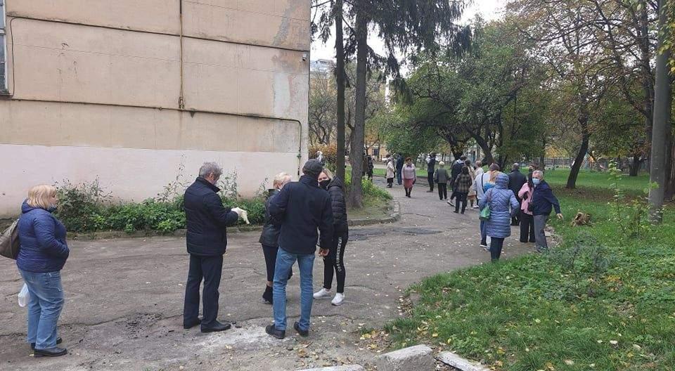 черги на виборах у Львові